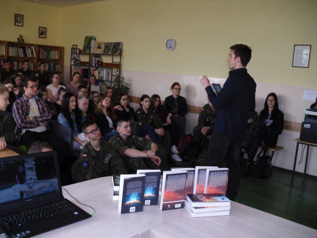 Ilustracja do informacji: Spotkanie autorskie w Bibliotece Miejskiej w Rzepinie