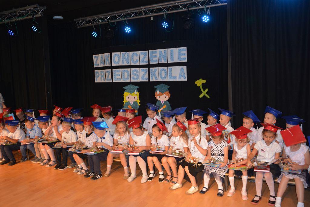 """Ilustracja do informacji: Fotorelacja z zakończenia roku szkolnego sześciolatków z Przedszkola Samorządowego """"Jarzębinka"""""""