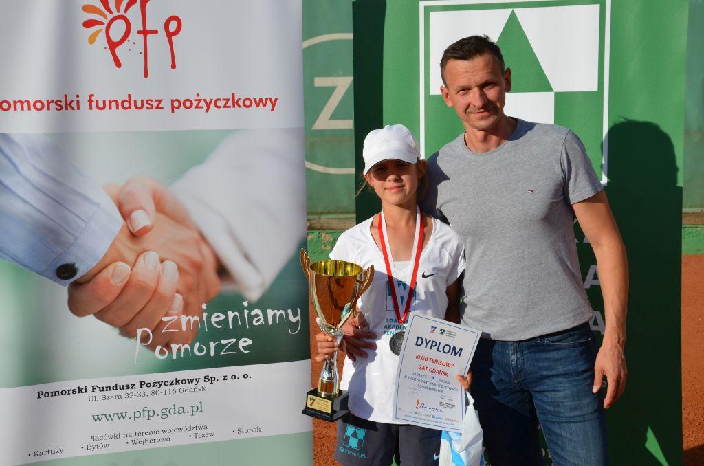 Ilustracja do informacji: Dominika Podhajecka z tytułem drużynowej wicemistrzyni Polski!