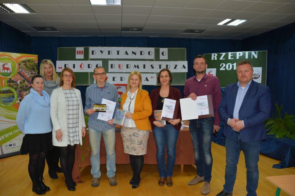 Ilustracja do informacji: Pióro Burmistrza Rzepina trafiło do pana Marka Szopy z Gorzowa Wlkp.